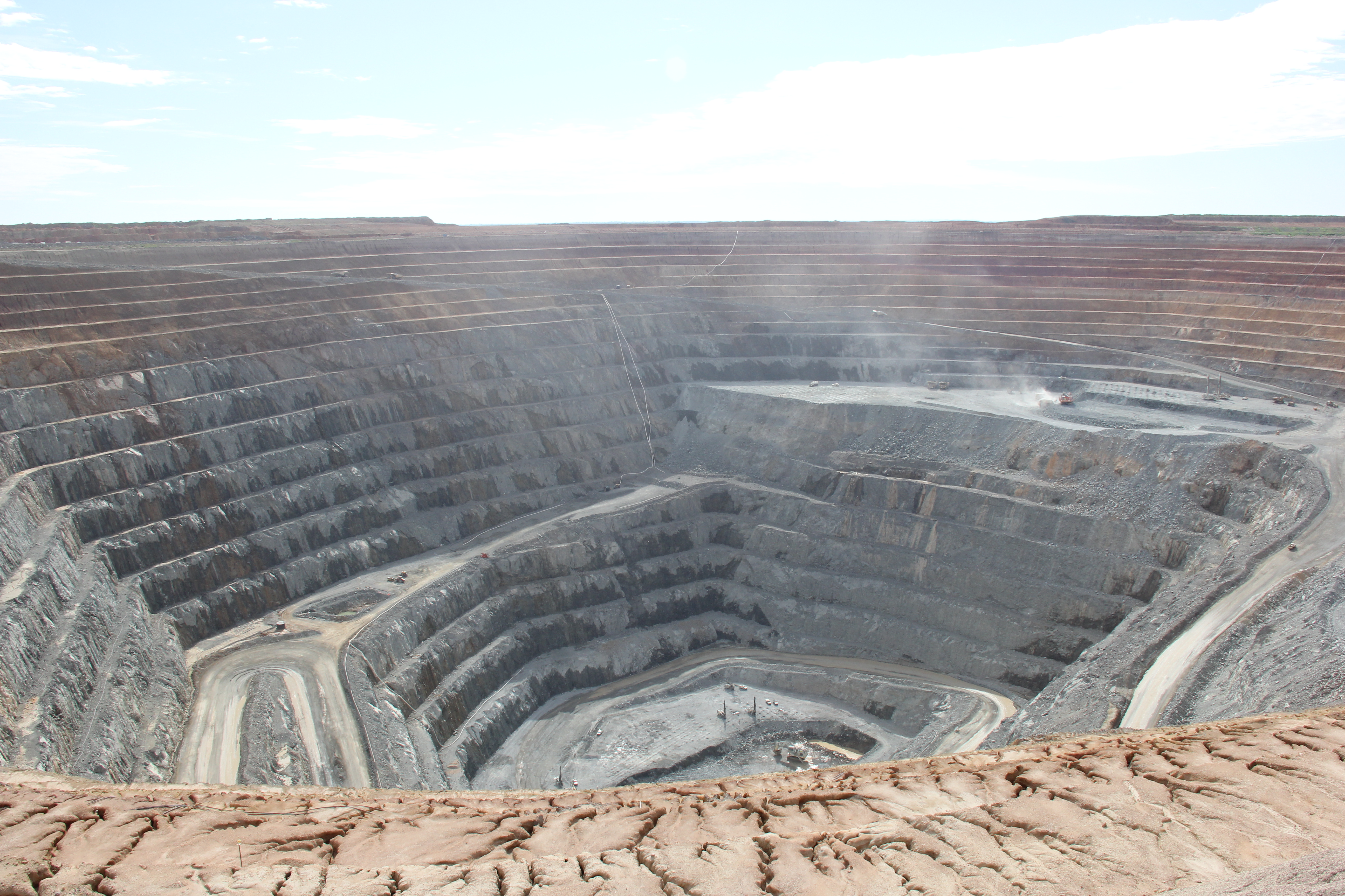 Our wear protection systems for mining buckets provide maximum relability and productivity for the mines.